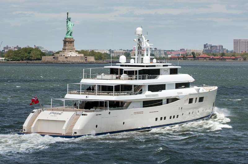 Perini Navi Grace E Superyacht in New York Bild-04