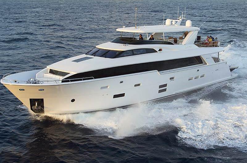 Hatteras 100 MY der US-Werft Hatteras Yachts