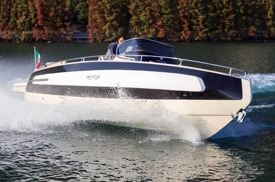 Invictus 280 TT Tender 01