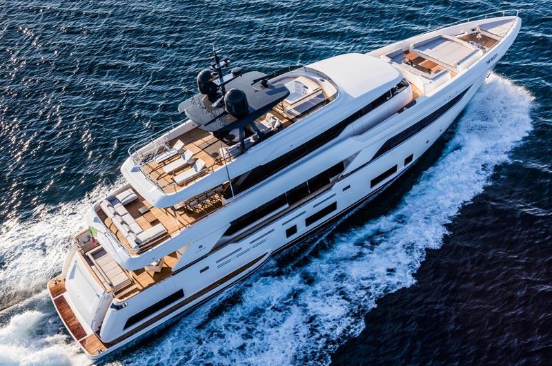 cl-navetta-37-ferretti-yachts