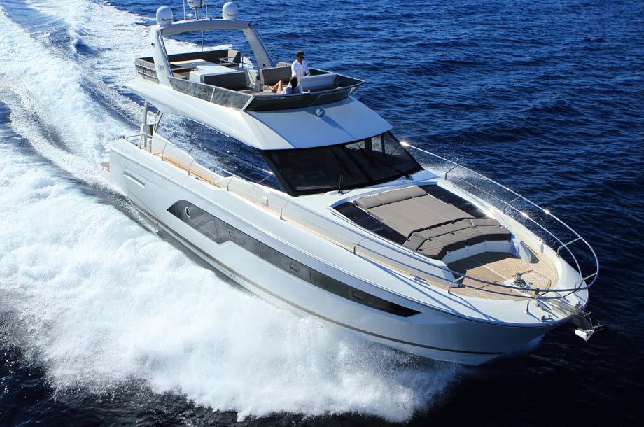 Prestige 630 Yacht in Fahrt