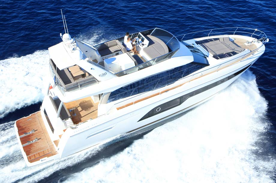 Prestige 630 Yacht in Fahrt Flybridge