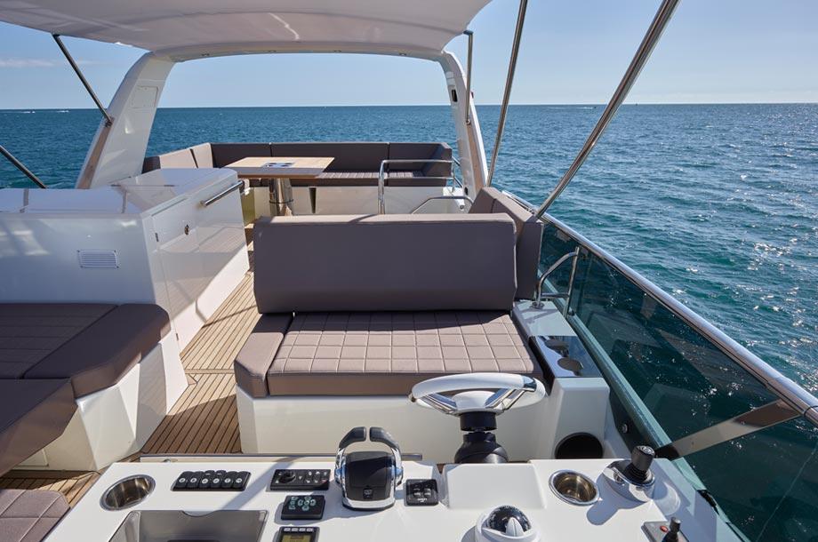 Prestige 630 Yacht Flybridge