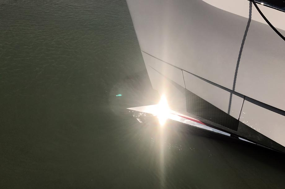 Dominator Ilumen touches the water