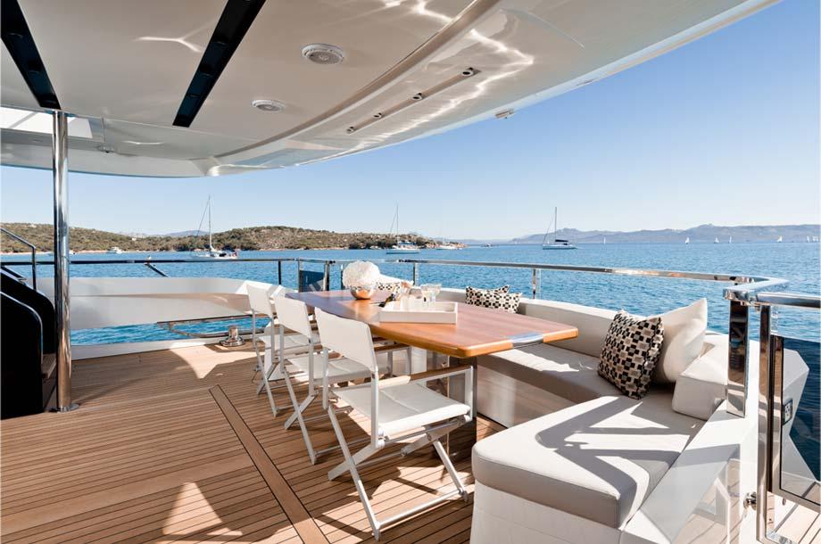 Dominator Ilumen 28 Yacht