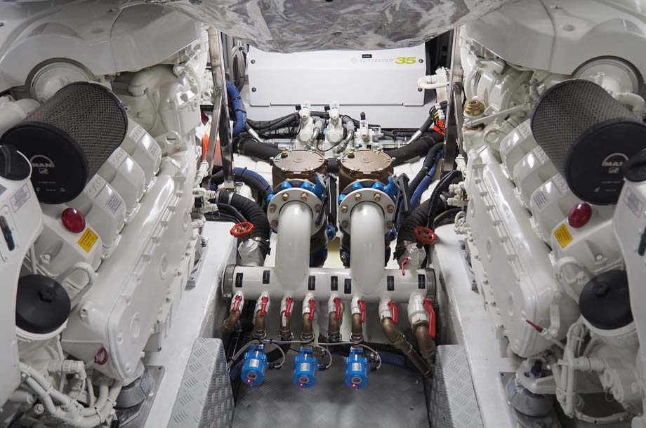 Dominator Ilumen 28 Yacht Motorraun