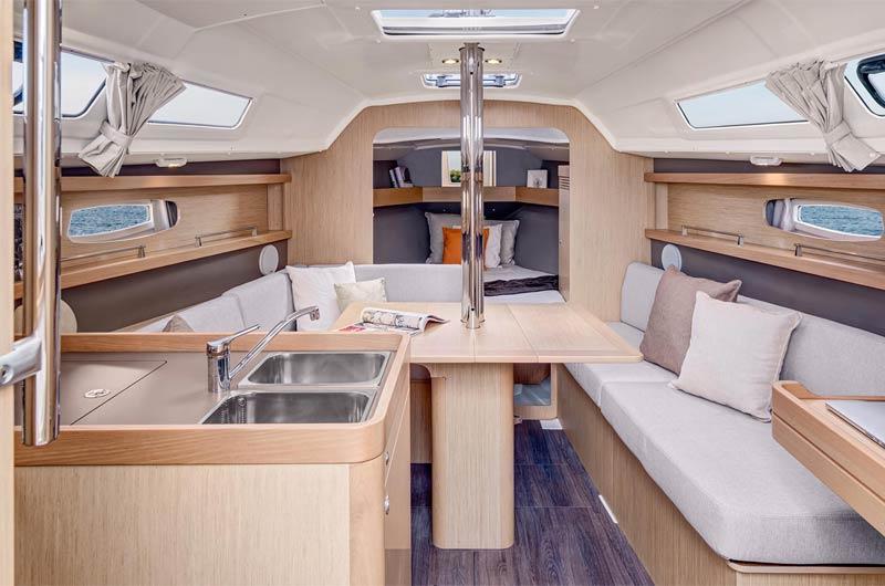 Oceanis Yacht 31 Salon