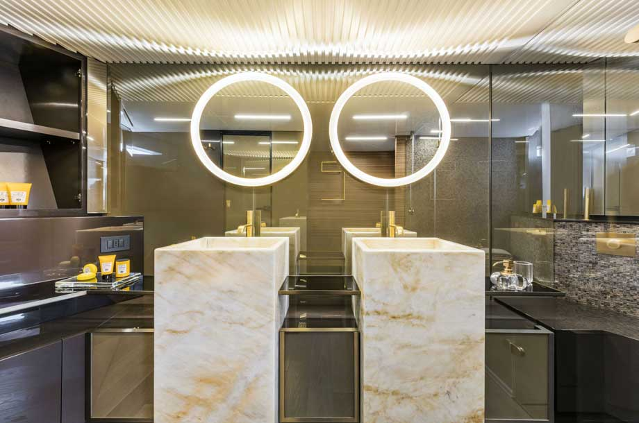 Ferretti 920 bathroom