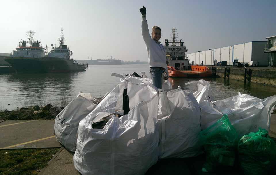 Plastikmuell aus der Nieuwe Maas