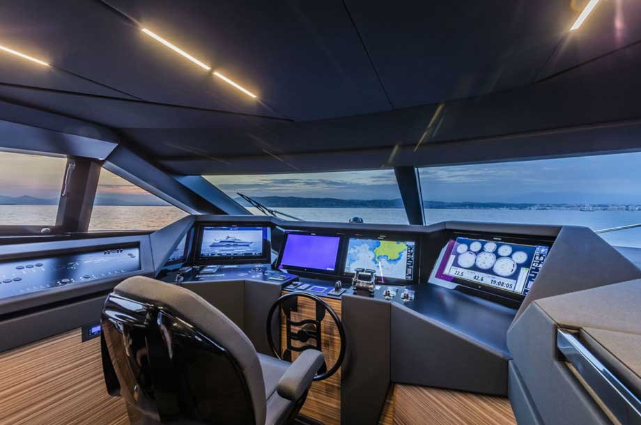 Ferretti 920 pilothouse