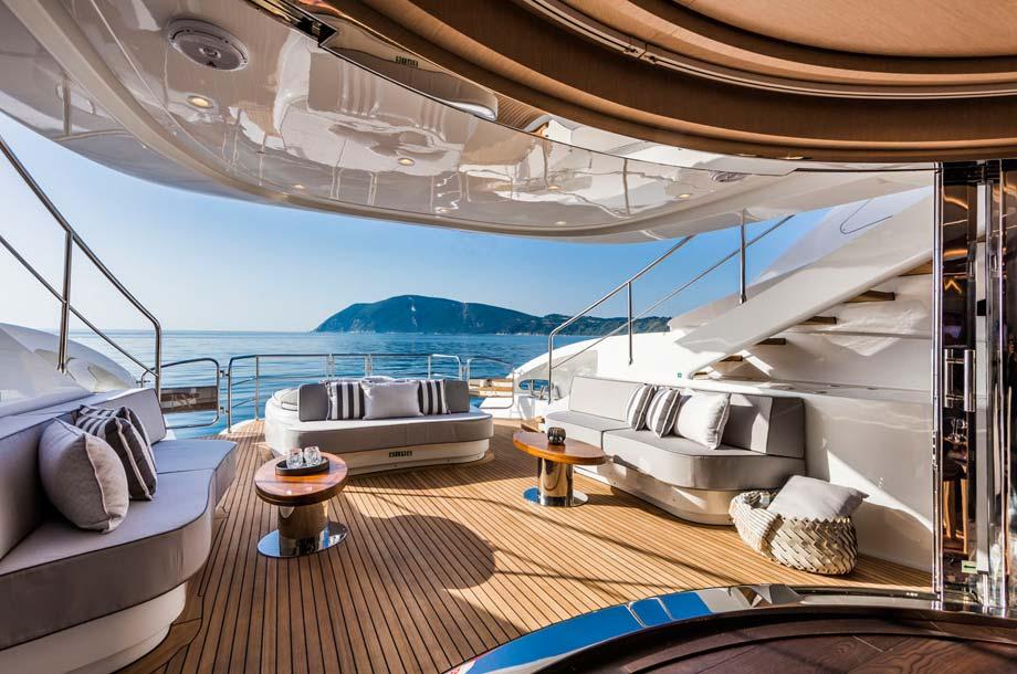 ISA Sport 120 Superyacht - Deck